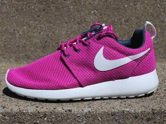Кроссовки Nike WMNS Roshe Run [Club Pink Armory Blue
