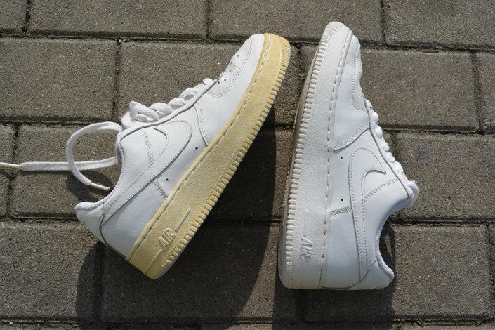 e70b948bf Пожелтела подошва на старых Nike Air Force 1? Мы подскажем, как ее ...