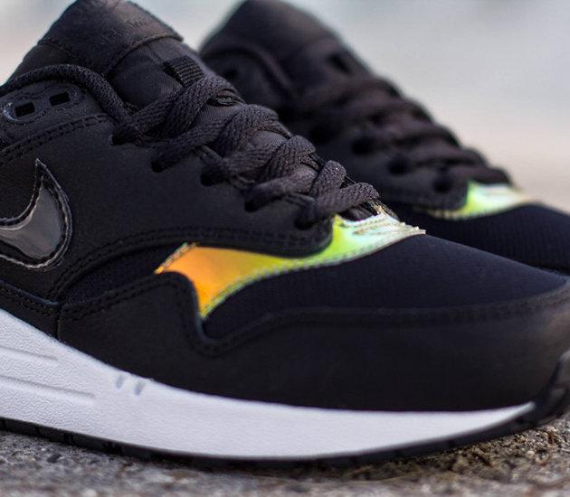 half off aedc7 049ab Наверняка вы согласитесь с нами, что кроссовки Nike Air Max 1  Iridescent  Black  выглядят очень интересно, но увы, поступят они в продажу только в  декабре.