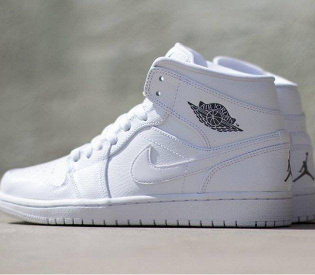 f62c0622f15e Кроссовки Air Jordan I Mid Цвет  White Cool Grey White Номер в каталоге   554724-120. Дата выхода  май 2014. Цена  110 евро