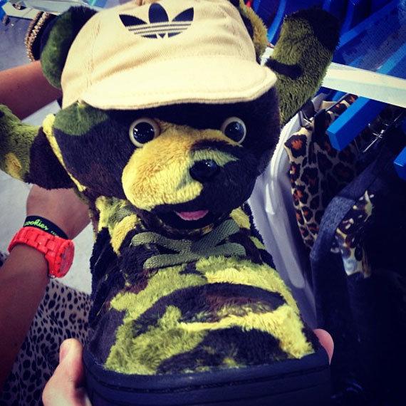 Кроссовки Jeremy Scott x adidas Originals  Army Bear . • Blog • Styles bb9dbe7ab