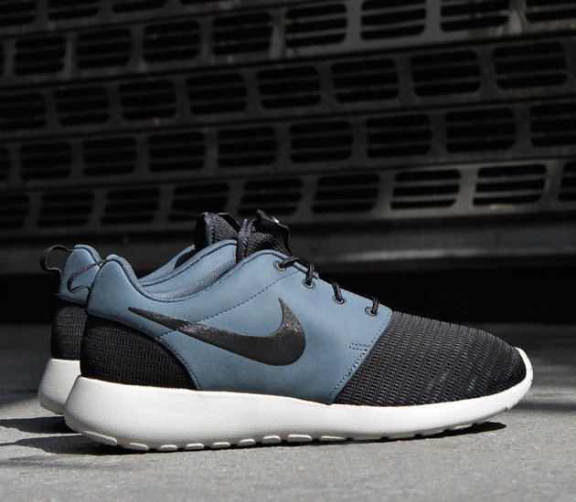 quality design b2287 4bf3b Чтобы еще больше привлечь вашего внимания, релиз Nike Roshe Run  Black Dark  Magnet Grey Granite  уже поступил в продажу.