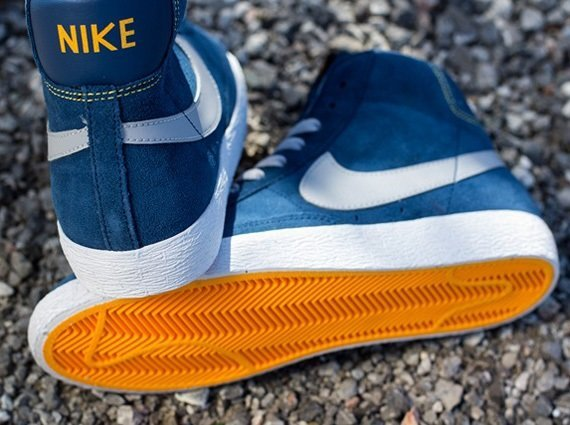 e951a457 Кроссовки Nike Blazer Mid VNTG GS [Brave Blue Wolf Grey Laser Orange ...