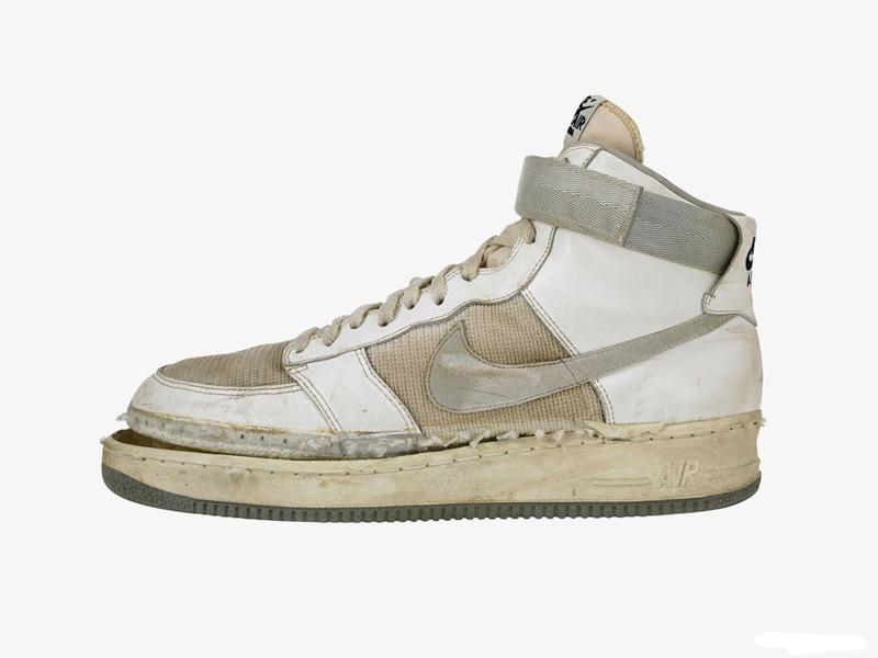 Кроссовки Nike Lunar Force 1 превосходили оригинальную версию своей  легкостью и воздухопроницаемостью. f3f1c7501ff12