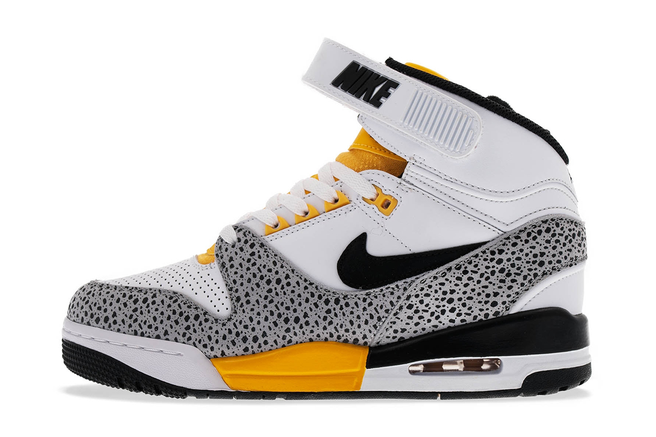 Кроссовки Nike Air Revolution [White Black-Wolf Grey-University Gold].