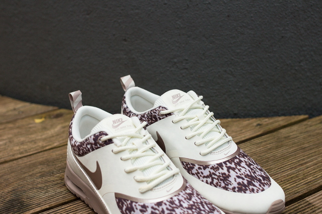 Кроссовки Nike Air Max Thea [Sail/Brown]